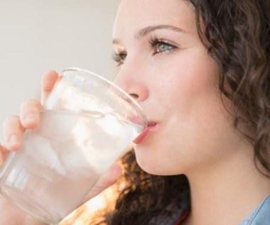 Jakie właściwości posiada woda z czarnego pieprzu?