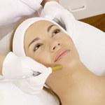 Jakie zabiegi pomogą skutecznie usunąć przebarwienia na twarzy