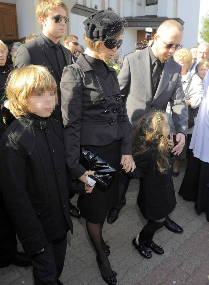 Jakiś czas temu zmarł także ojciec Natalii. Żegnała go wraz z całą rodziną /East News