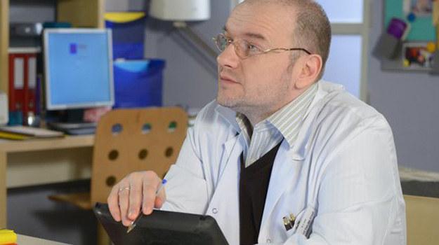 Jako doktor Ruud Van Graaf szybko zaskarbił sobie sympatię widzów. /www.nadobre.tvp.pl/