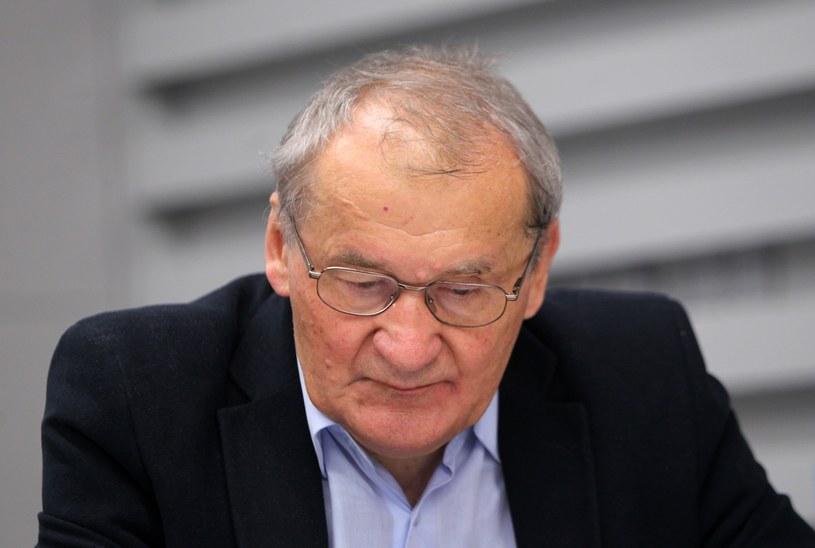 Jako dziecko Henryk Wujec cudem uniknął śmierci w niemieckim obozie zagłady na Majdanku /Stanisław Kowalczuk /East News