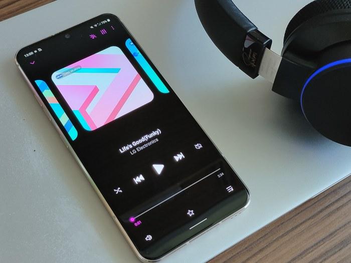 Jakość oferowanego przez LG V60 ThinQ 5G dźwięku to najwyższa półka /INTERIA.PL