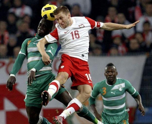 Jakub Błaszczykowski, kapitan reprezentacji Polski, w walce z Cheickiem Tiote z WKS /AFP