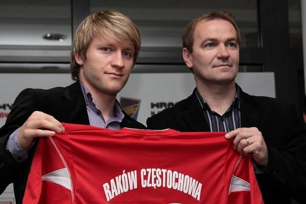 Jakub Błaszczykowski (z lewej) dostał koszulkę Rakowa z numerem 16. /Informacja prasowa