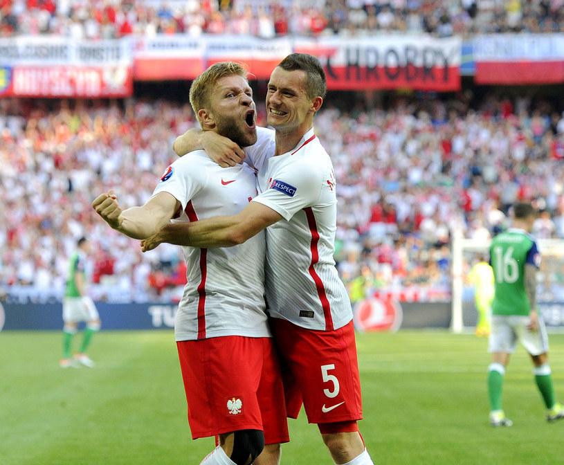Jakub Błaszczykowski (z lewej) i Krzysztof Mączyński podczas meczu Polska - Irlandia Północna /East News