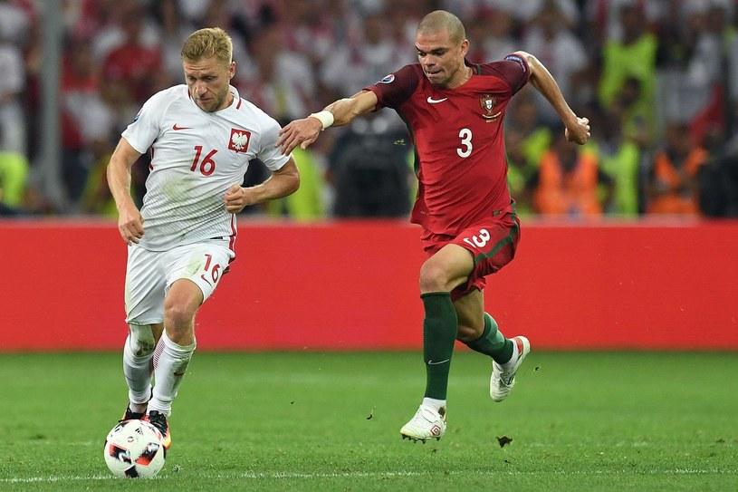 Jakub Błaszczykowski (z lewej) kontra Portugalczyk Pepe na Euro 2016 /AFP