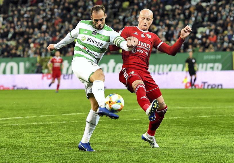 Jakub Czerwiński w meczu z Lechią Gdańsk /Adam Warżawa /PAP