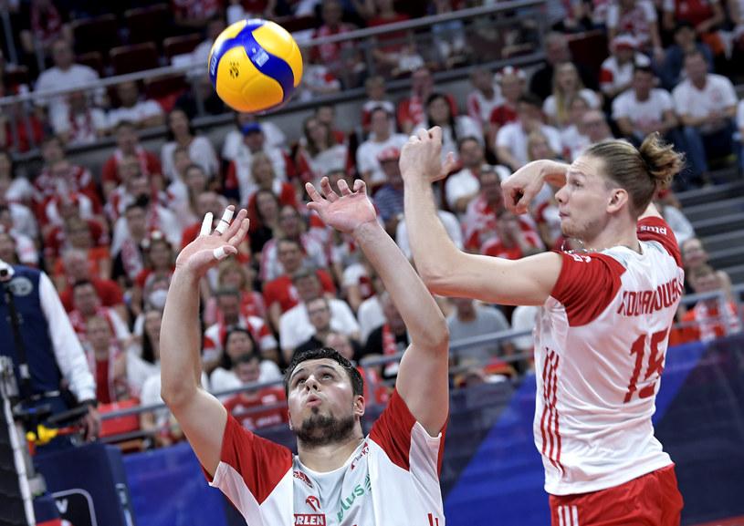 Jakub Kochanowski (z prawej) w meczu Polska - Rosja w 1/4 finału ME w siatkówce /