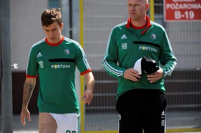 Jakub Kosecki (L) i trener Henning Berg /Bartłomiej Zborowski /PAP