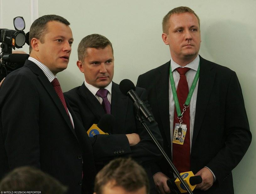Jakub Sobieniowski (po prawej) w towarzystwie kolegów /Witold Rozbicki/REPORTER /East News