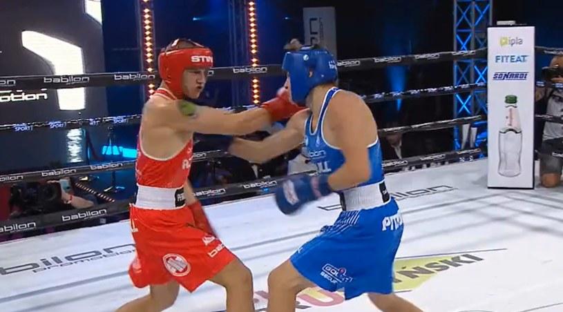 Jakub Sulęcki (w niebieskim stroju) przegrał z Łukaszem Perkowskim /printscreen/Polsat Sport /INTERIA.PL