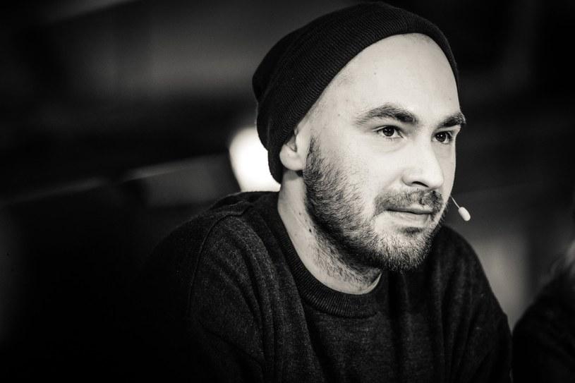 """Jakub Żulczyk na planie programu """"Hala Odlotów"""" /Wojciech Olszanka /East News"""