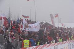Jakuszyce we mgle. Tłum kibiców czeka na Justynę Kowalczyk
