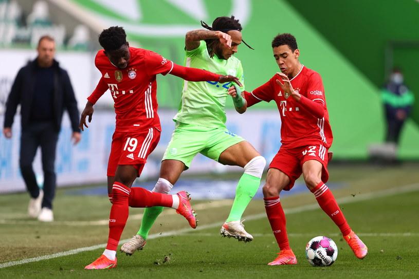 Jamal Musiala (z prawej) został bohaterem Bayernu w starciu z Wolfsburgiem /Martin Rose /PAP