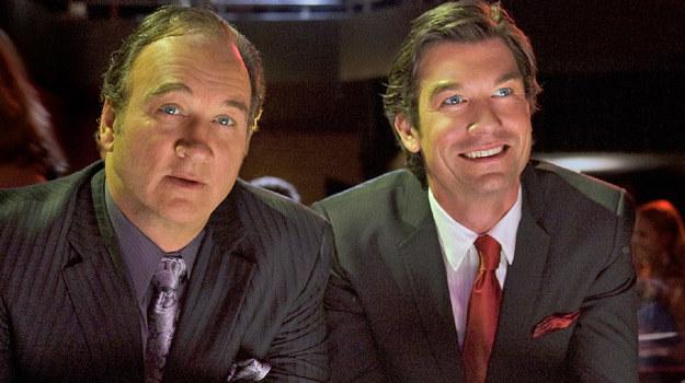 """James Belushi i Jerry O'Connell w scenie z serialu """"Obrońcy"""" /materiały prasowe"""