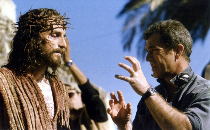 "James Caviezel (Jezus) i Mel Gibson na planie ""Pasji"" /LONDON FEATURE /East News"