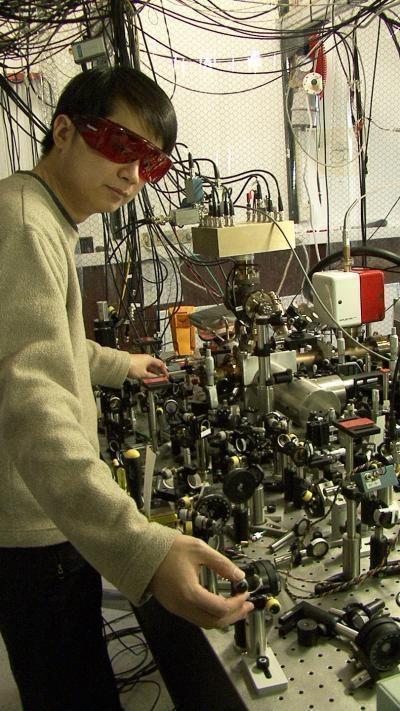 James Chin-wen Chou przy najdokładniejszym zegarze świata  /Fot. J. Burrus/NIST