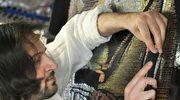 """James Haggerty: """"Maluje"""" obrazy zszywkami biurowymi"""