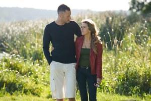 James (Jake Michaels) kocha Hanę (Kamilla Baar) i zamierza o nią walczyć /  /ARTRAMA