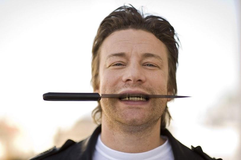 Jamie Oliver skutecznie zaraża optymizmem i entuzjazmem /East News
