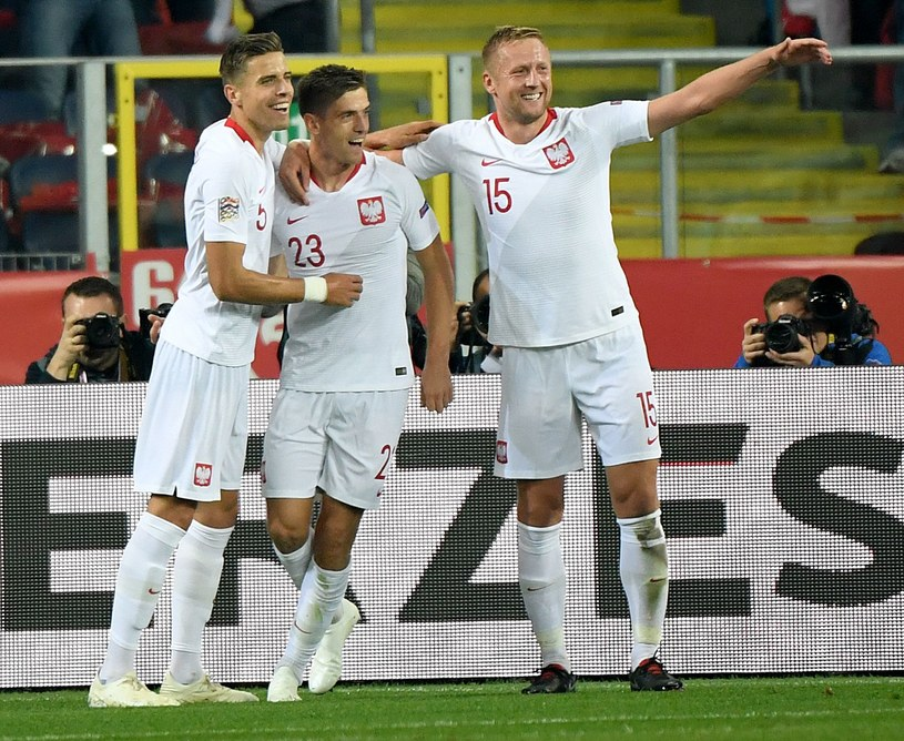 Jan Bednarek, Krzysztof Piątek i Kamil Glik po bramce Piątka na 1-0 w meczu z Portugalią. /AFP