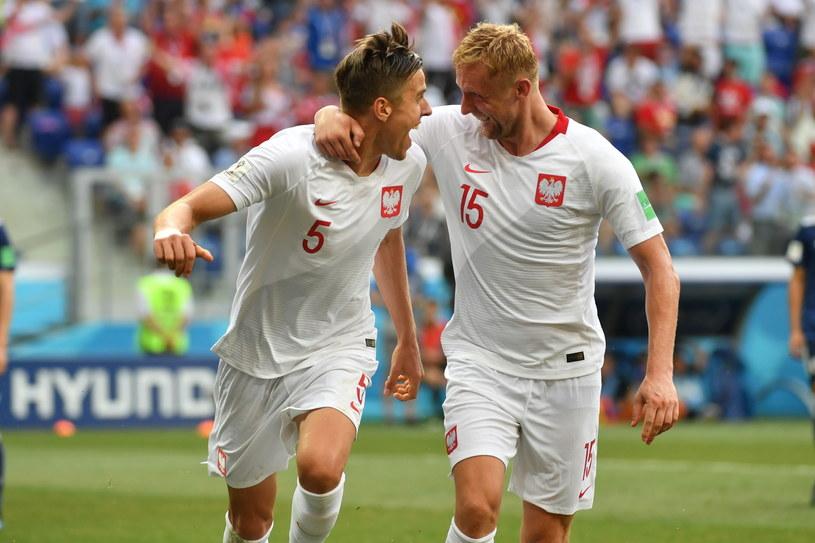 Jan Bednarek (z lewej) i Kamil Glik po golu dla Polski / Bartłomiej Zborowski    /PAP