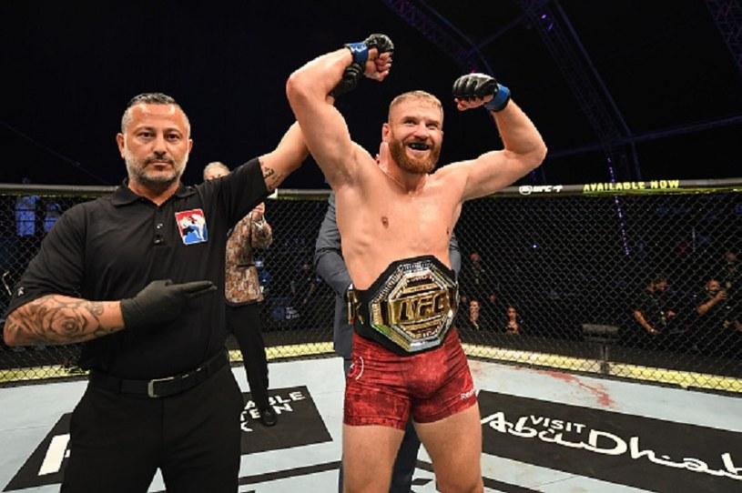 Jan Błachowicz świętuje zdobycie mistrzostwa UFC /Josh Hedges/Zuffa LLC /Getty Images