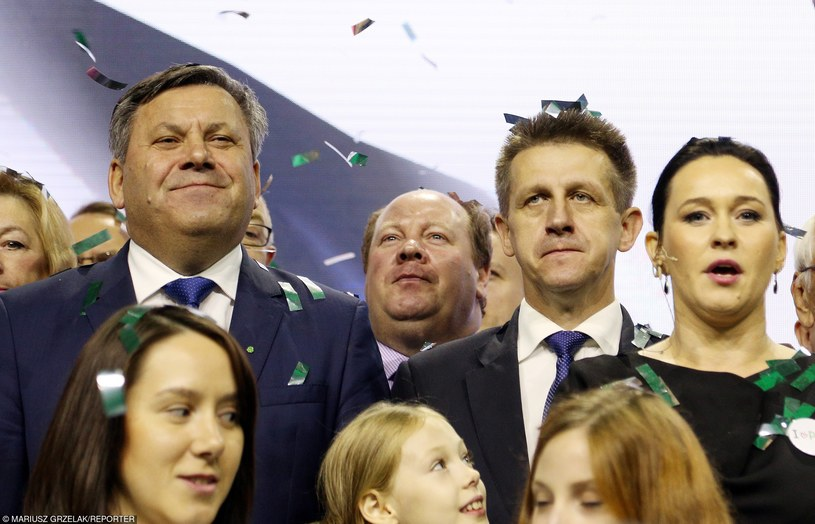 Jan Bury w towarzystwie partyjnych kolegów, ( z lewej: Janusz Piechociński, z prawej: Andżelika Mozdzanowska), zdj. z konwencji programowej PSL z 12.09.2015 /Mariusz Grzelak /East News