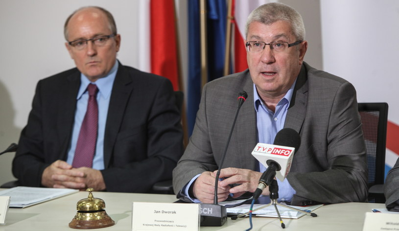 Jan Dworak (P) i Krzysztof Luft (L) podczas ogłoszenia decyzji o przyznaniu koncesji TV Trwam /Jakub Kamiński   /PAP