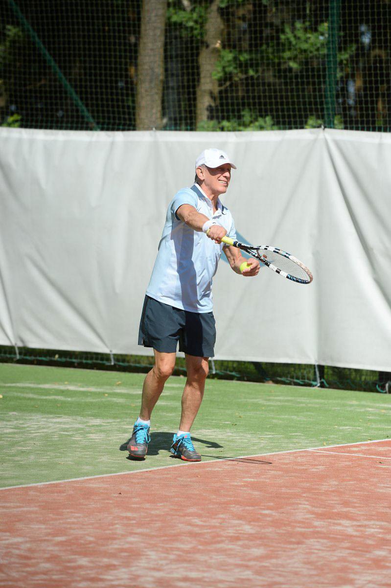 Jan Englert podczas meczu finałowego Gentelmen's Tennis Cup 2018 /Jarosław Antoniak /MWMedia
