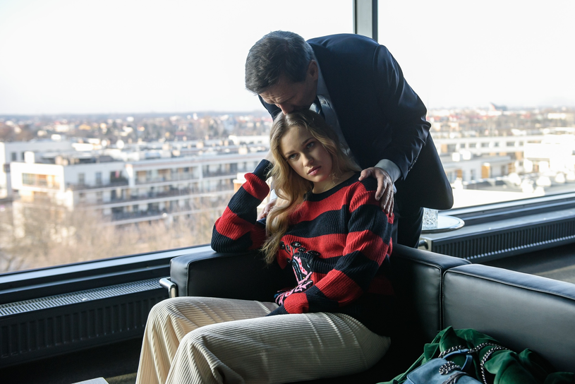 Jan Englert z córką Heleną na planie serialu /Tomasz Urbanek /East News