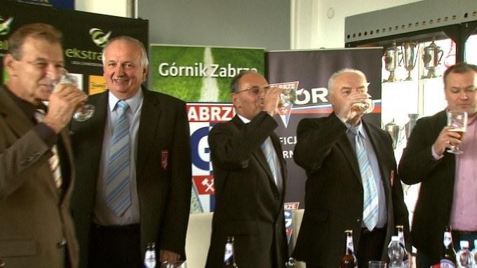 Jan Gerard Kowalski (w środku) życzy jak najlepiej Górnikowi Zabrze. /INTERIA.PL