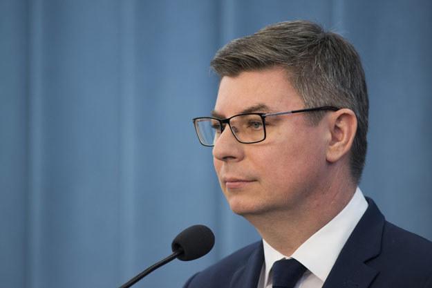 """Jan Grabiec: """"Propozycja może zagrozić jedności Unii Europejskiej, ale z całą pewnością narusza też interesy Polski"""" /Jakub Wosik  /Reporter"""