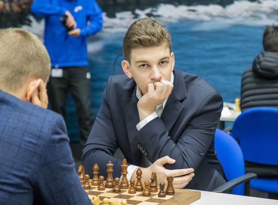 Jan Krzysztof Duda przegrał rewanż z Magnusem Carlsenem /KOEN SUYK /PAP/EPA