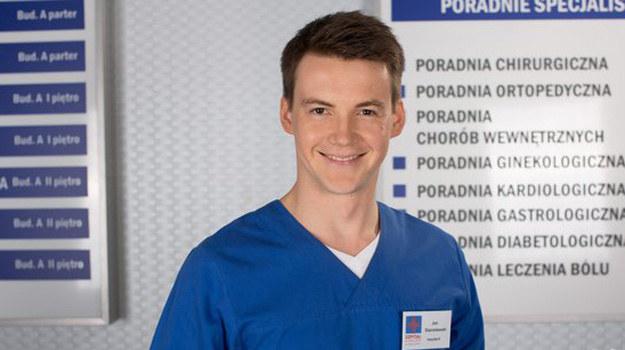 Jan (Krzysztof Kwiatkowski) chce uniezależnić się od manipulacji i pieniędzy ojca. /www.nadobre.tvp.pl/