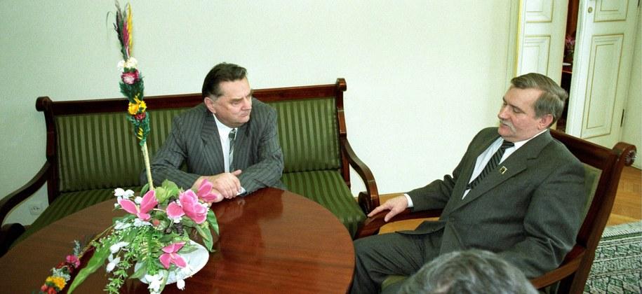 Jan Olszewski i Lech Wałęsa na zdj. z 1992 roku /Ireneusz Radkiewicz  /PAP