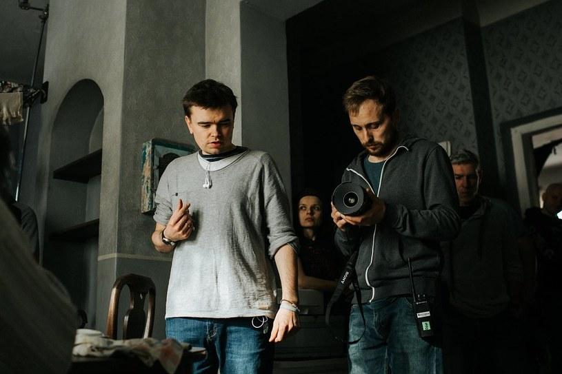 """Jan P. Matuszyński na planie serialu """"Król"""" /Łukasz Bąk /Canal+"""