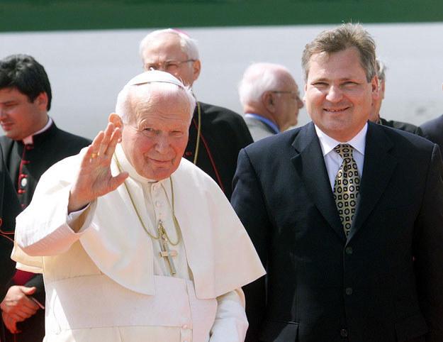 Jan Paweł II i Aleksander Kwaśniewski (zdjęcie z 1999 roku) /AFP