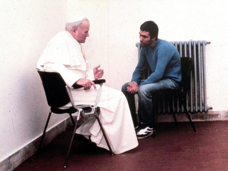 Jan Paweł II i Ali Agca, fot. z 1983 roku /ANSA FILES    /PAP/EPA