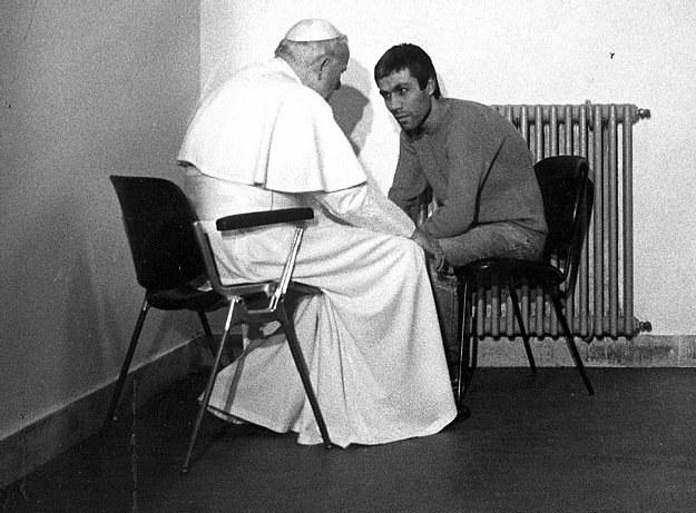 Jan Paweł II i Ali Agca /AFP