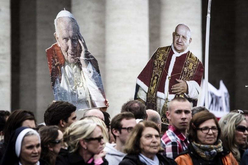 Jan Paweł II i Jan XXIII są już świętymi Kościoła katolickiego. /ANGELO CARCONI /PAP/EPA
