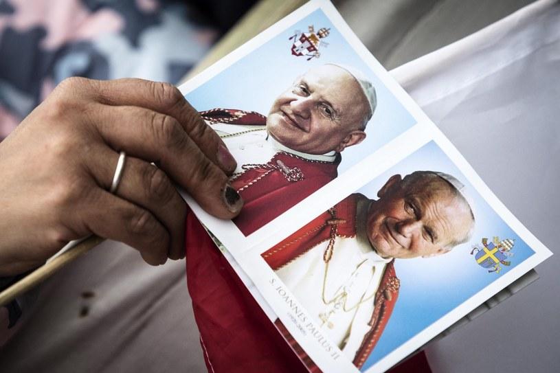 Jan Paweł II i Jan XXIII /PAP/EPA