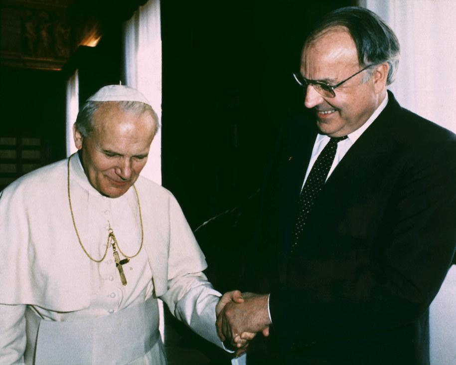 Jan Paweł II i kanclerz Niemiec Helmut Kohl / dpa   /PAP/EPA
