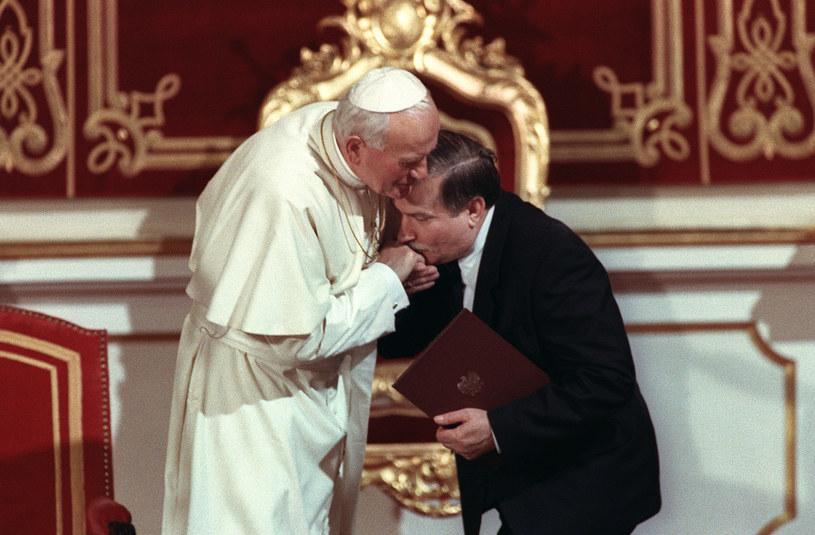 Jan Paweł II i Lech Wałęsa /AFP