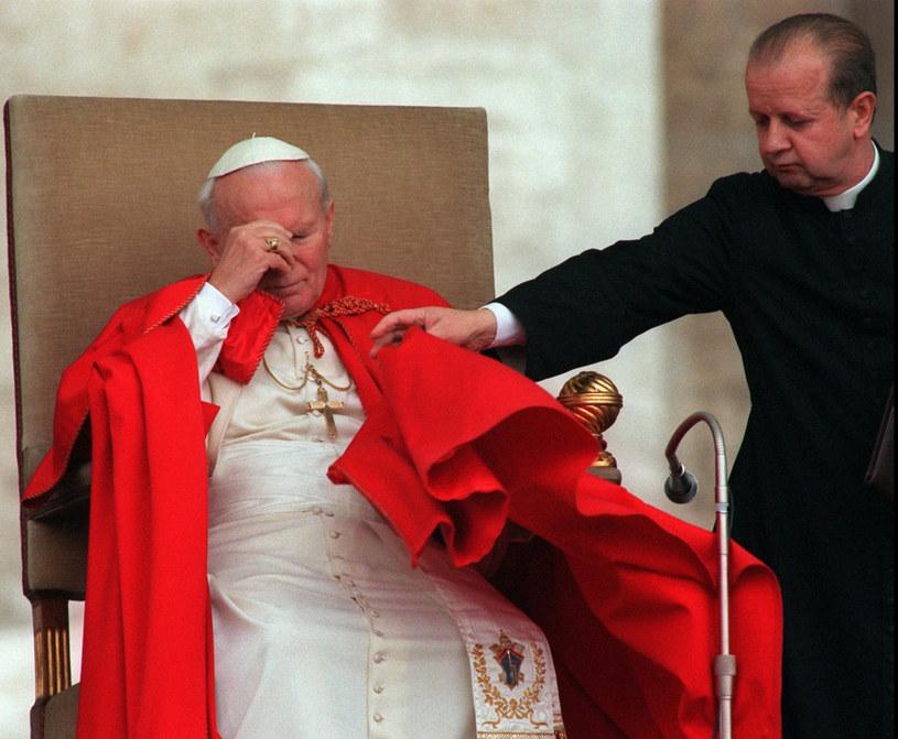 Jan Paweł II i Stanisław Dziwisz w 1996 r. /Associated Press /East News