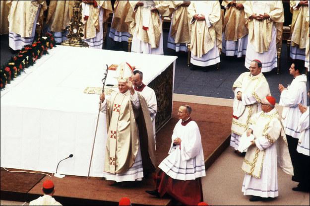 Jan Paweł II podczas mszy świętej inaugurującej jego pontyfikat /AFP