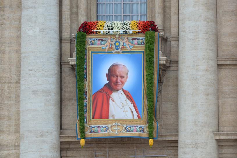 Jan Paweł II wzywał do kierowania się miłosierdziem /AFP