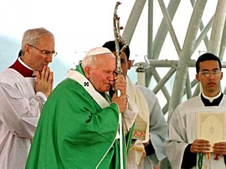 Jan Paweł II zmarł 2 kwietnia 2005 roku /AFP