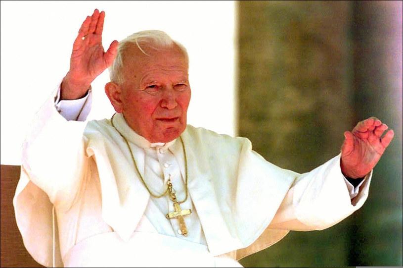 Jan Paweł II zostanie ogłoszony świętym w niedzielę /AFP