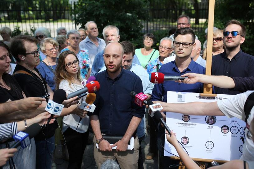 Jan Śpiewak i Karol Perkowski podczas konferencji prasowej organizacji Wolne Miasto Warszawa. /Leszek Szymański /PAP